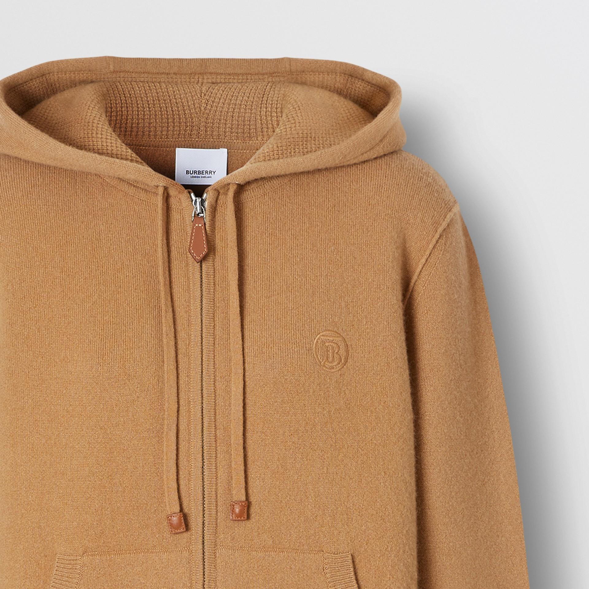 Blusa com capuz de cashmere com monograma (Camel) - Mulheres | Burberry - galeria de imagens 6