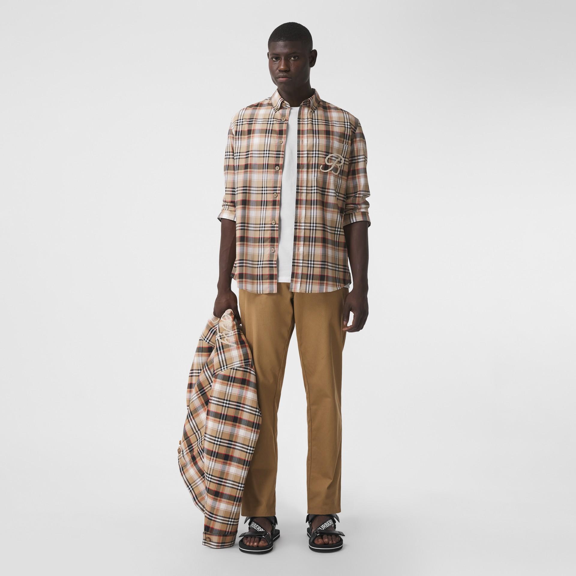 Camisa de algodão stretch com logotipo B bordado (Preto) - Homens | Burberry - galeria de imagens 4