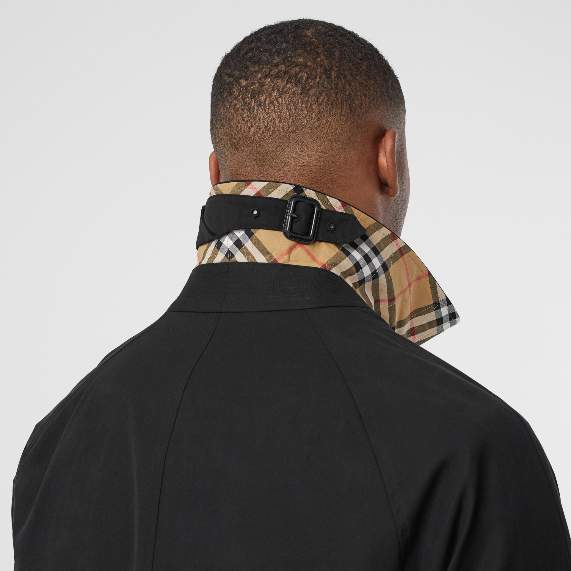 Car Coat Camden (Preto) - Homens | Burberry - galeria de imagens 4