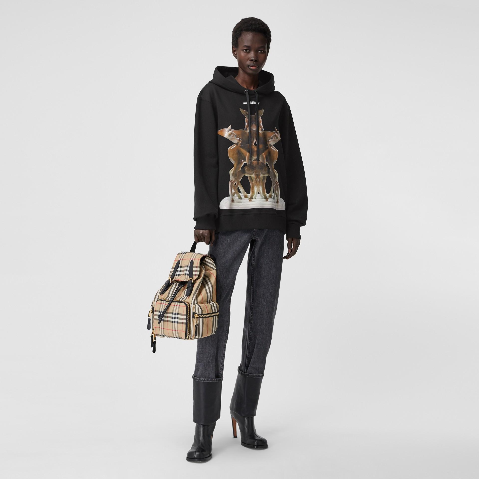 Sweat-shirt à capuche oversize avec imprimé kaléidoscope – Exclusivité en ligne (Noir) - Femme | Burberry - photo de la galerie 0