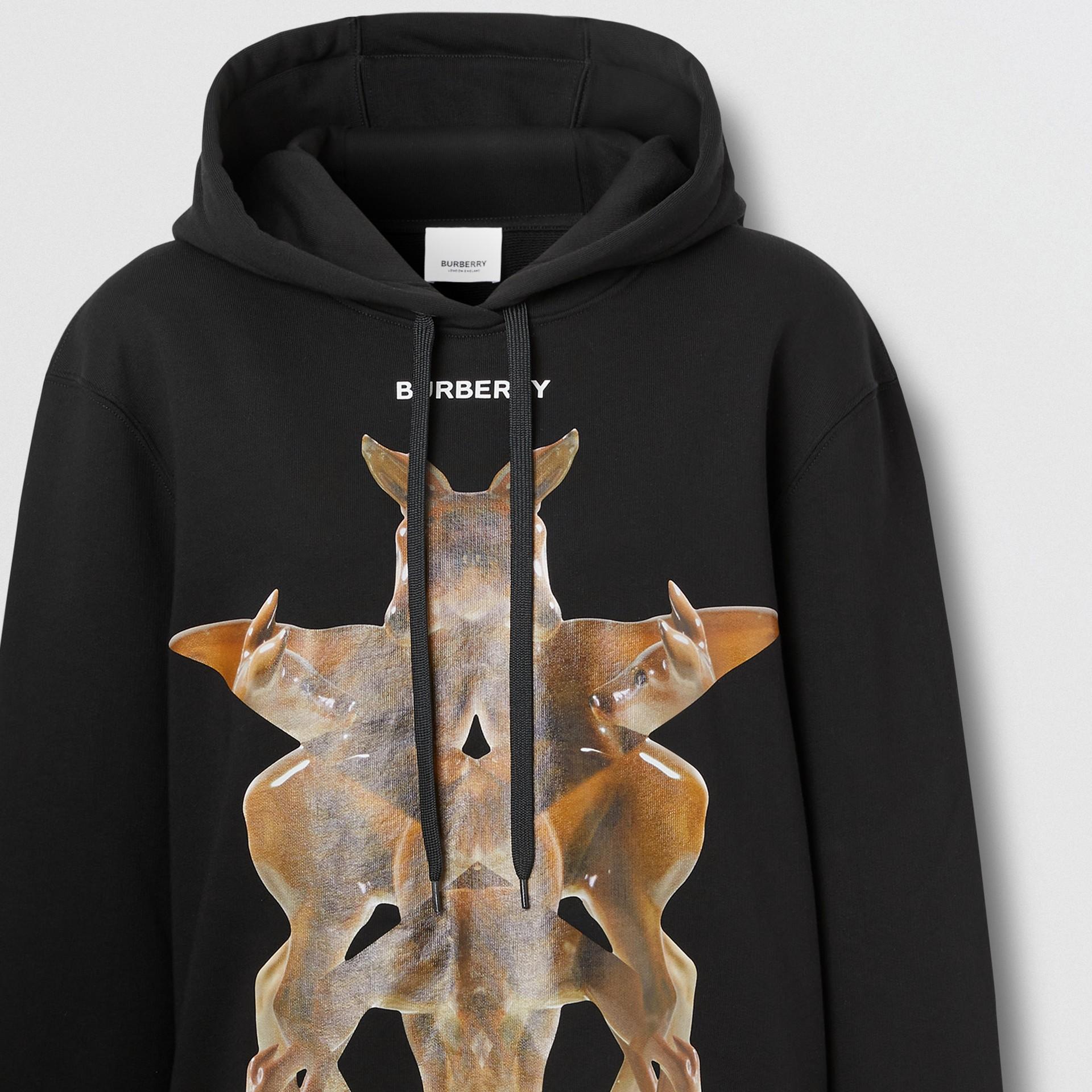 Sweat-shirt à capuche oversize avec imprimé kaléidoscope – Exclusivité en ligne (Noir) - Femme | Burberry - photo de la galerie 5