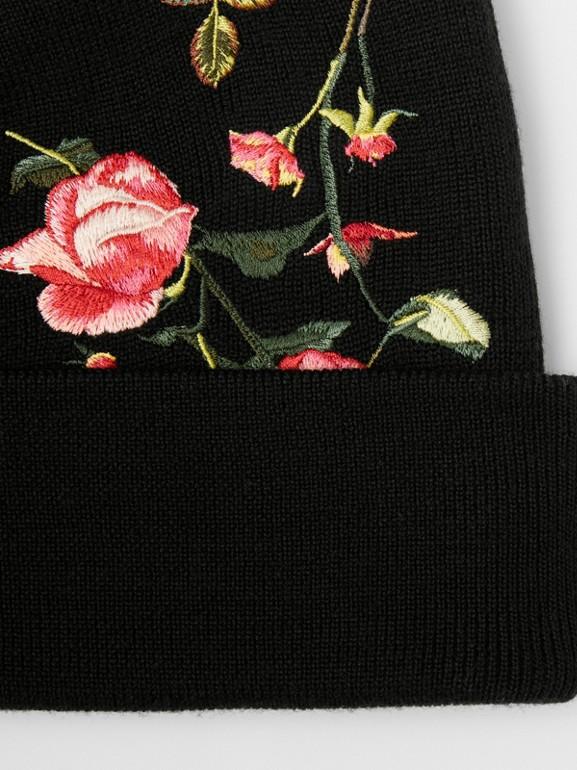 Berretto in lana Merino con rose ricamate (Nero) | Burberry - cell image 1