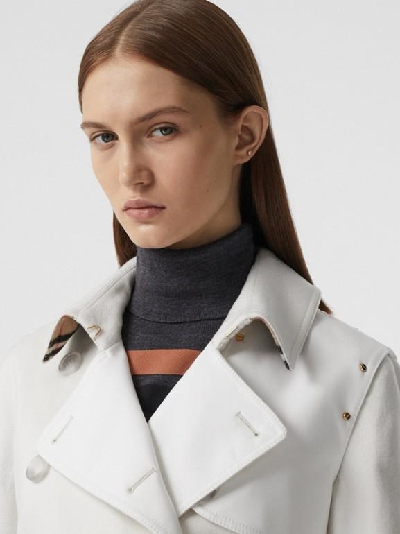 Trench coat in cashmere con pannello in gabardine di cotone (Bianco Naturale) - Donna | Burberry - cell image 1