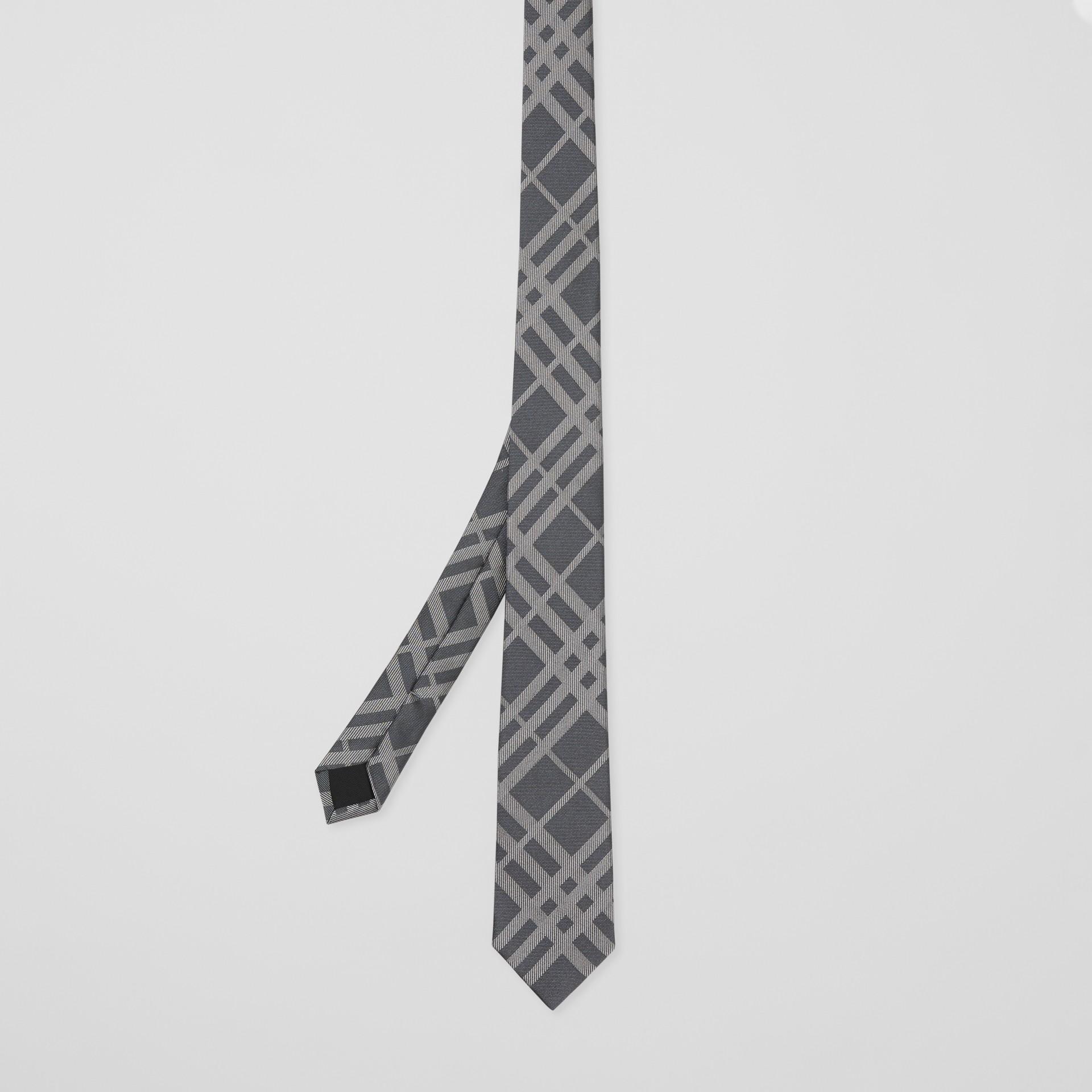 Corbata de pala clásica en seda con motivo a cuadros en jacquard (Gris Medio) - Hombre | Burberry - imagen de la galería 4