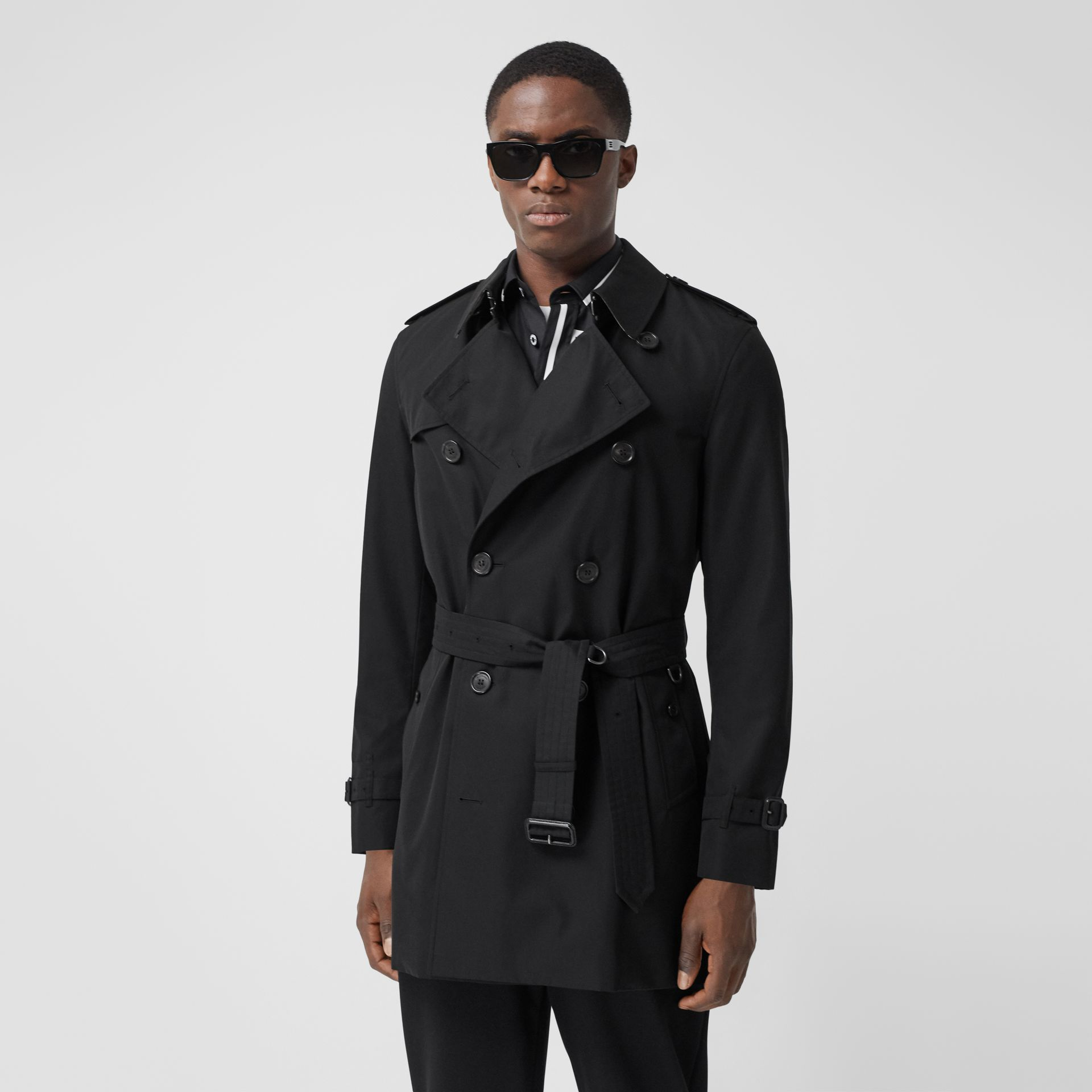The Short Wimbledon Trench Coat in Black - Men | Burberry - gallery image 7
