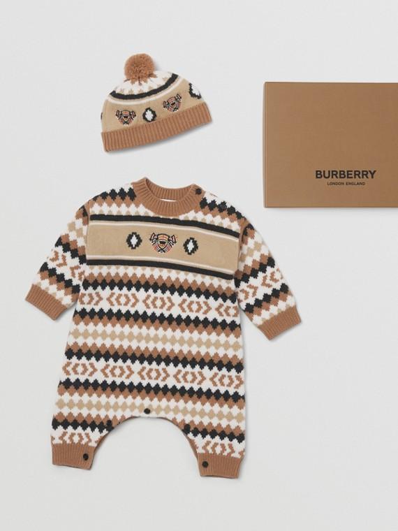 Coffret cadeau deux pièces pour bébé en laine et cachemire à motif FairIsle (Camel)