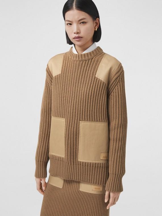 Kaschmir-Baumwoll-Pullover mit kontrastierenden Panels (Camelfarben)