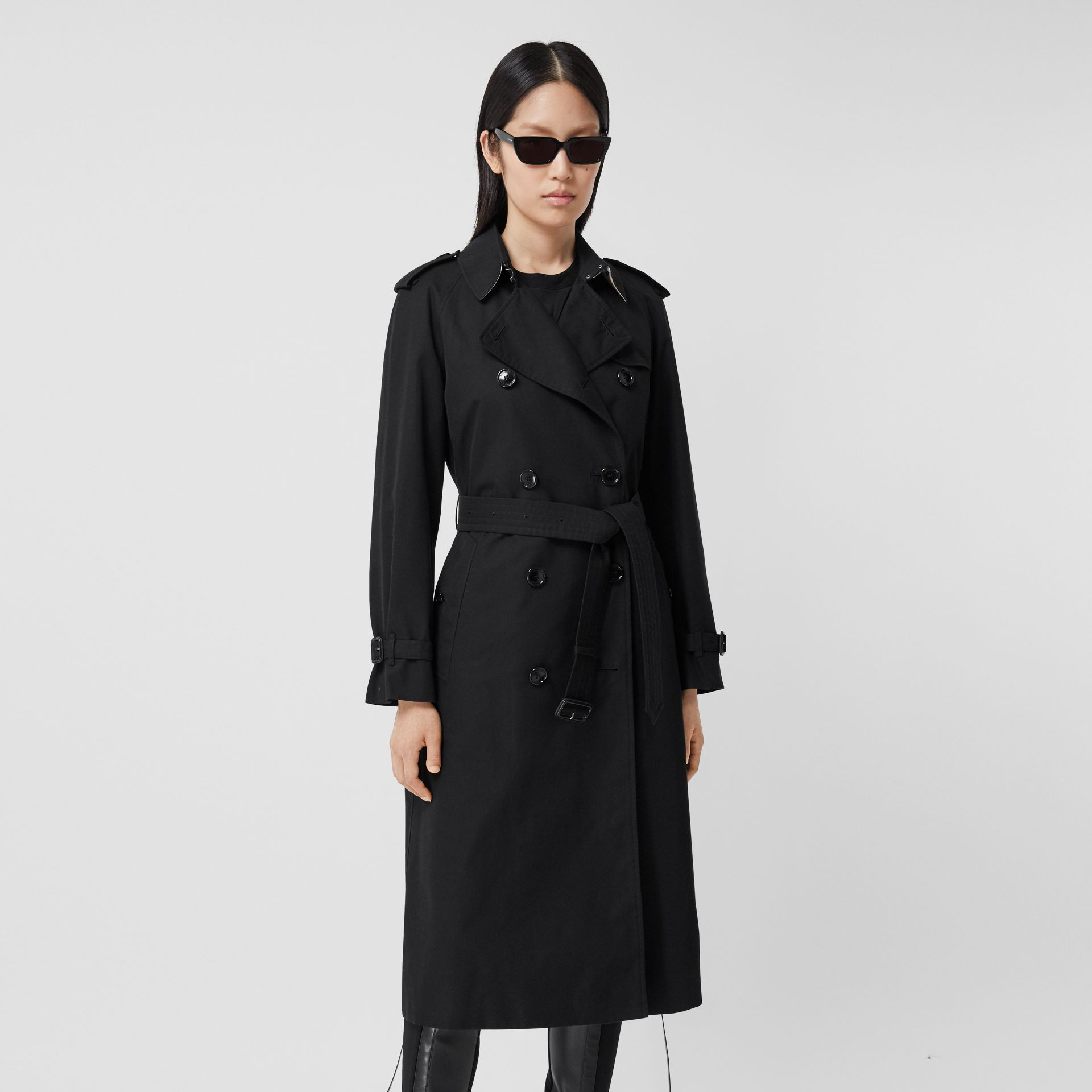 The Long Waterloo Heritage Trench Coat in Black - Women   Burberry United Kingdom - gallery image 6