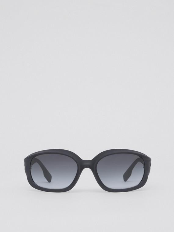 Oval Frame Sunglasses in Black