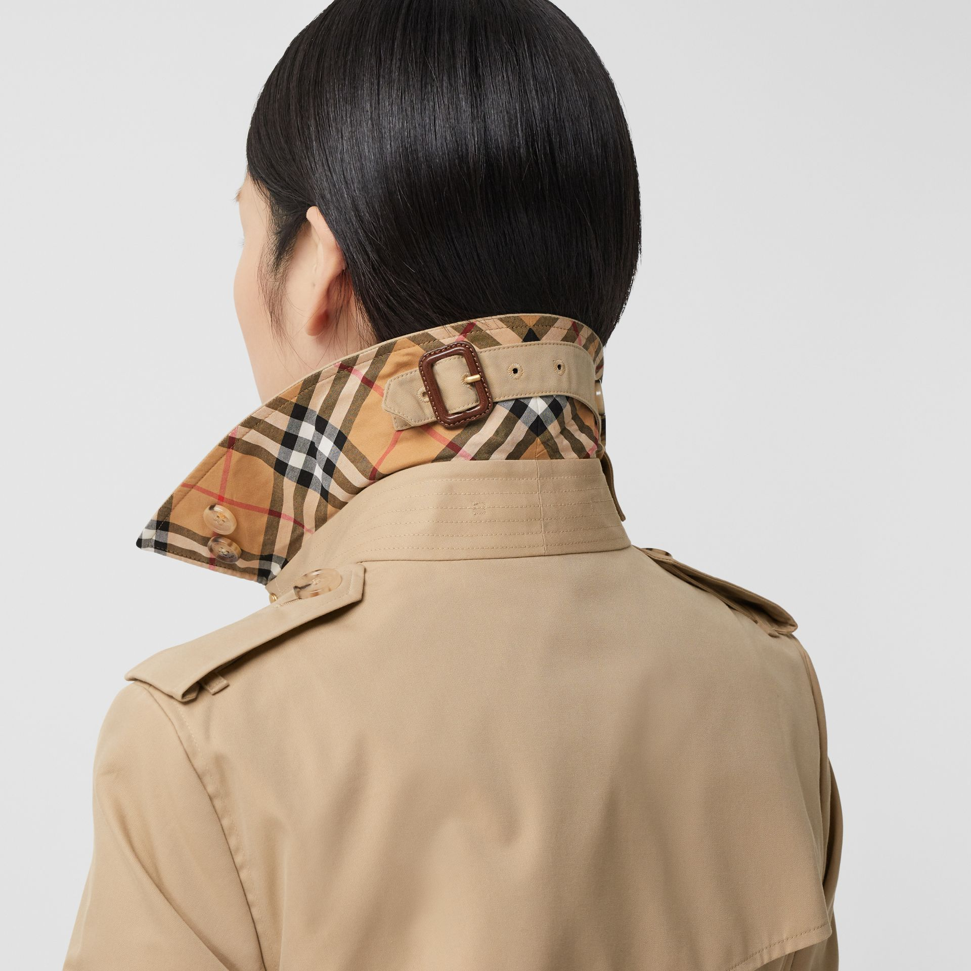 Trench Heritage mi-long The Chelsea (Miel) - Femme | Burberry Canada - photo de la galerie 4