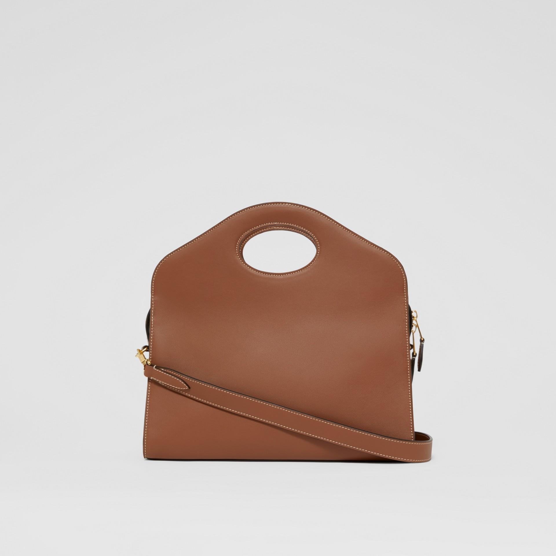 Petit cabas Pocket en cuir surpiqué (Brun Malt) - Femme | Burberry - photo de la galerie 7