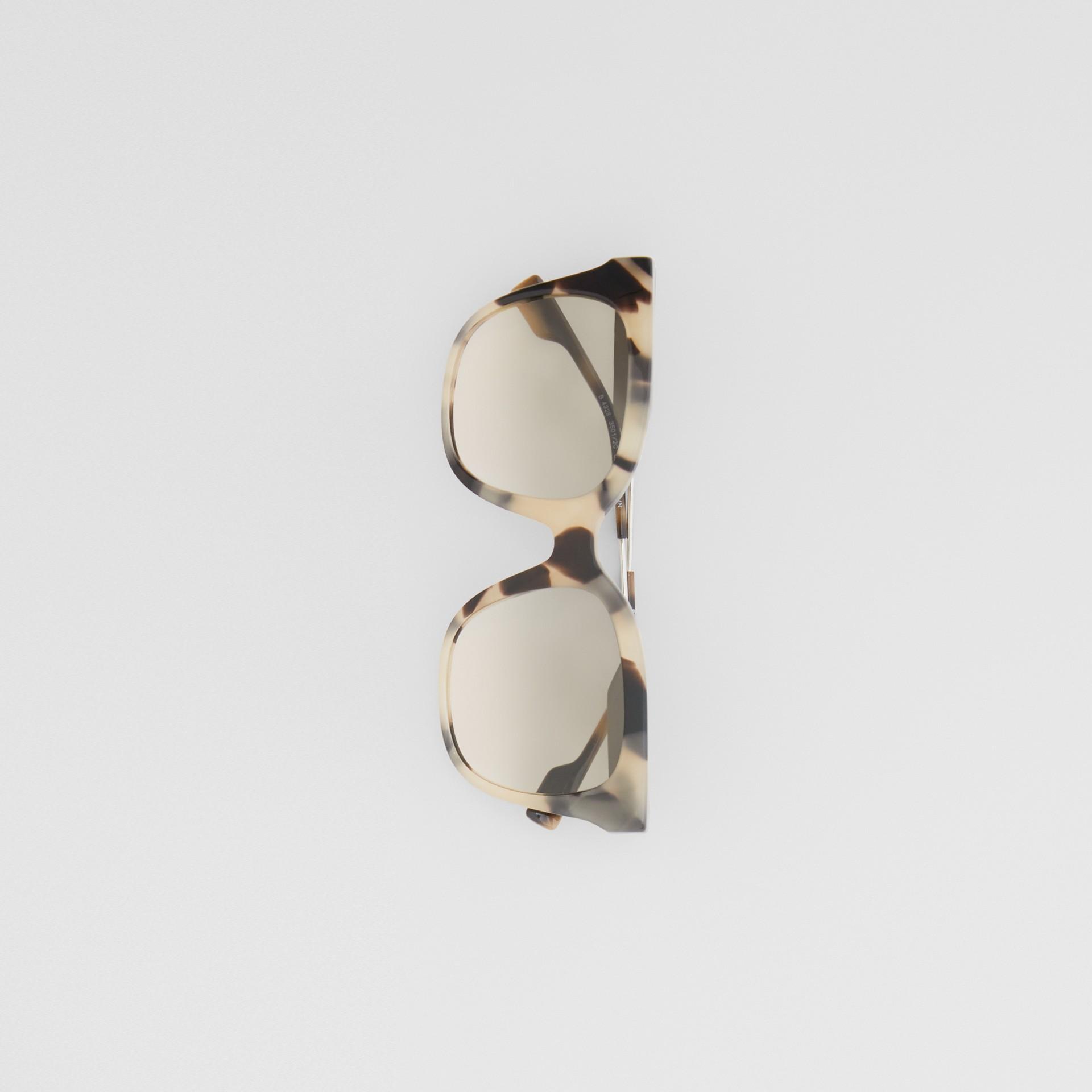 Óculos de sol com armação borboleta (Casco  Tartaruga Mel) - Mulheres | Burberry - galeria de imagens 3
