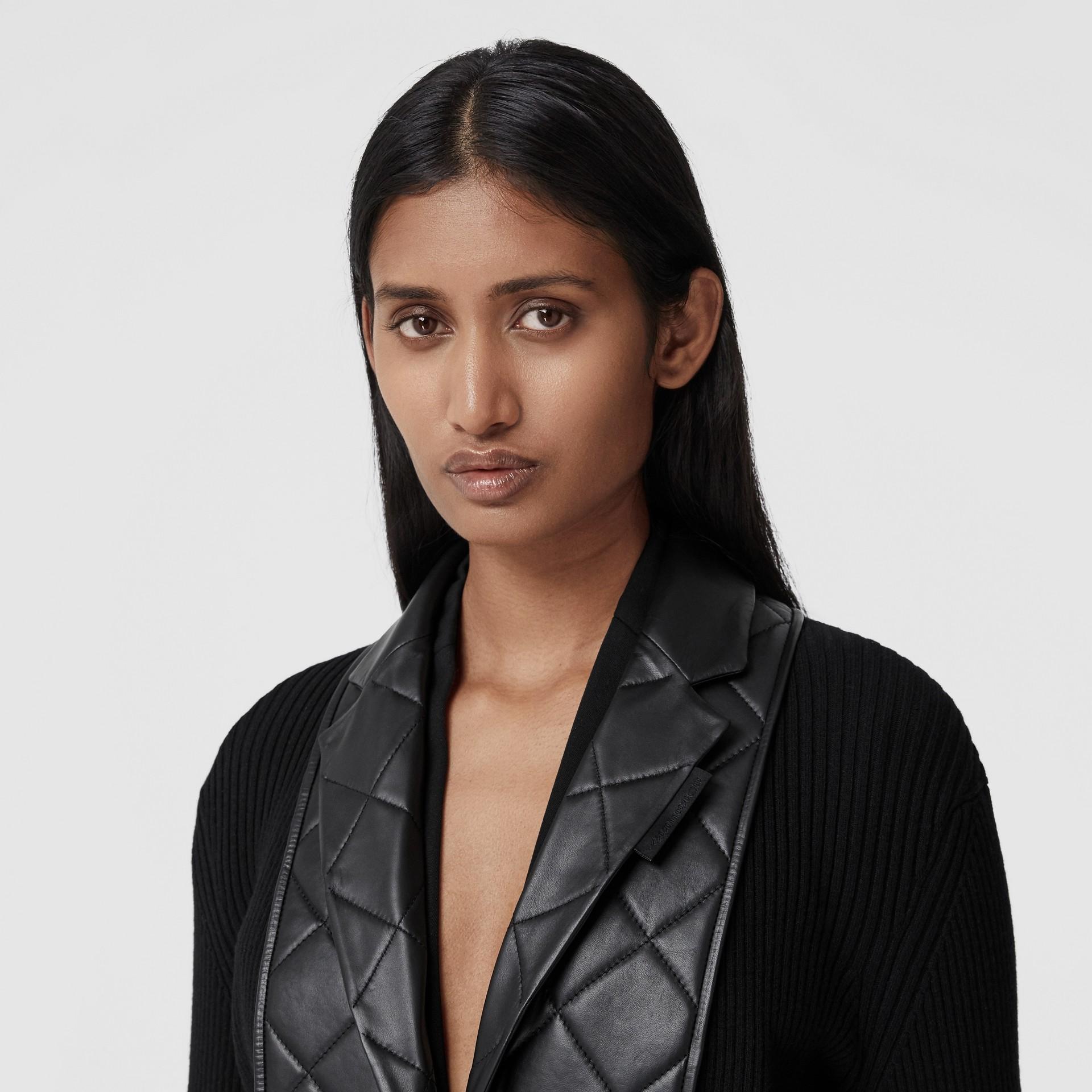 Rebeca en punto de lana con paneles estilo americana en piel de ovino (Negro) - Mujer | Burberry - imagen de la galería 1