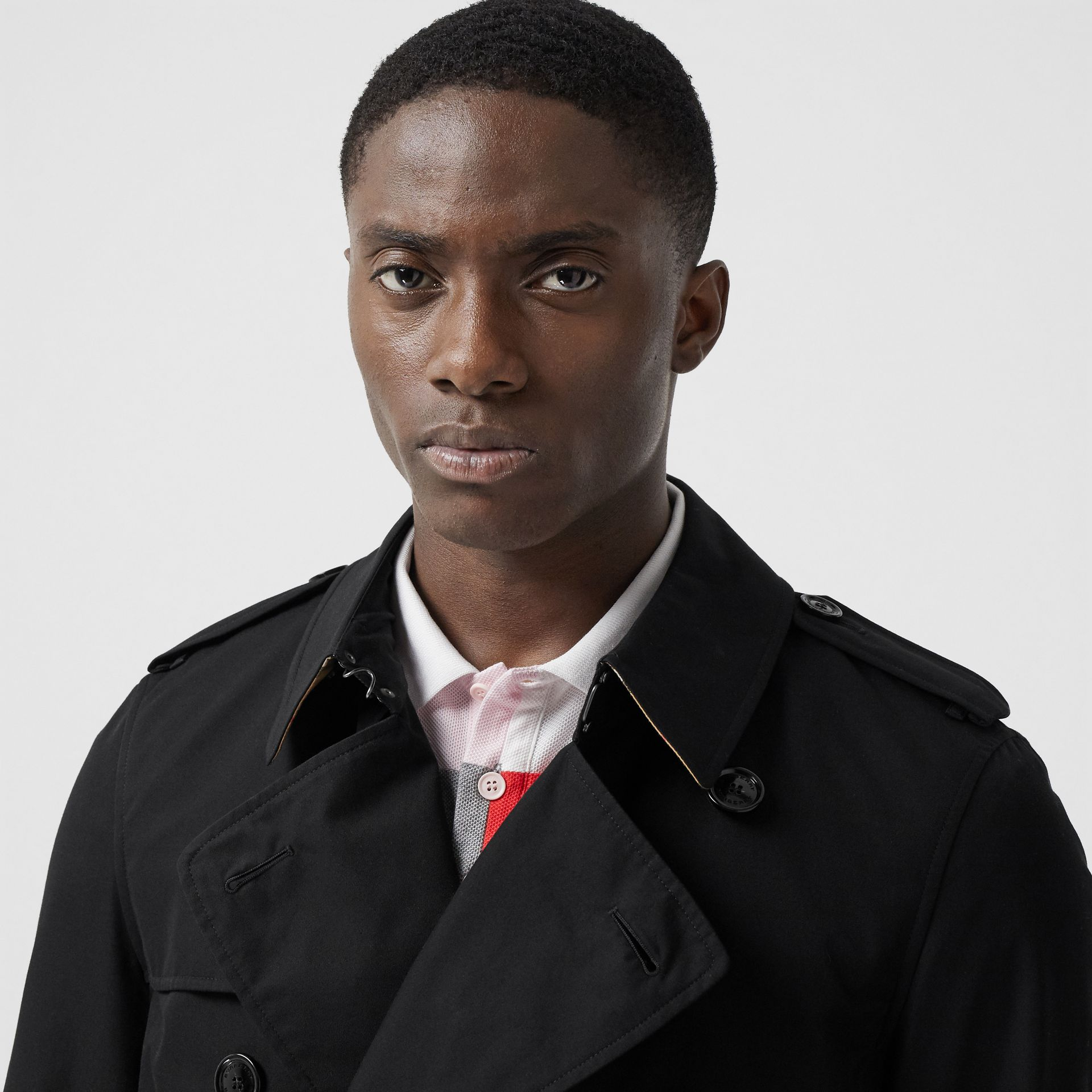 The Long Chelsea Heritage Trench Coat in Black - Men   Burberry - gallery image 4