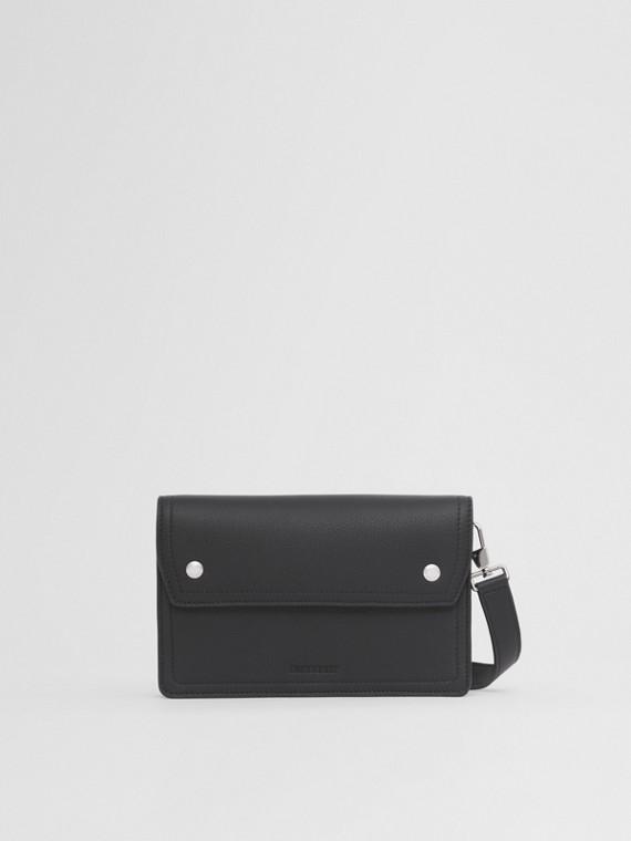 Crossbody-Tasche aus genarbtem Leder (Schwarz)