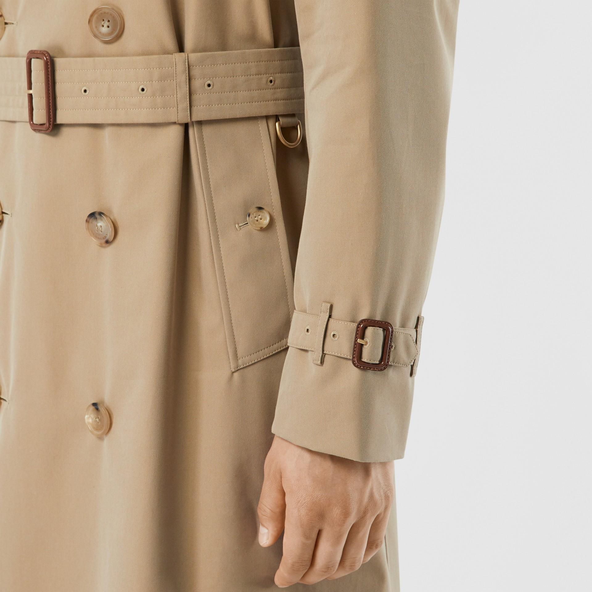 The Long Chelsea Heritage Trench Coat in Honey - Men | Burberry - gallery image 4