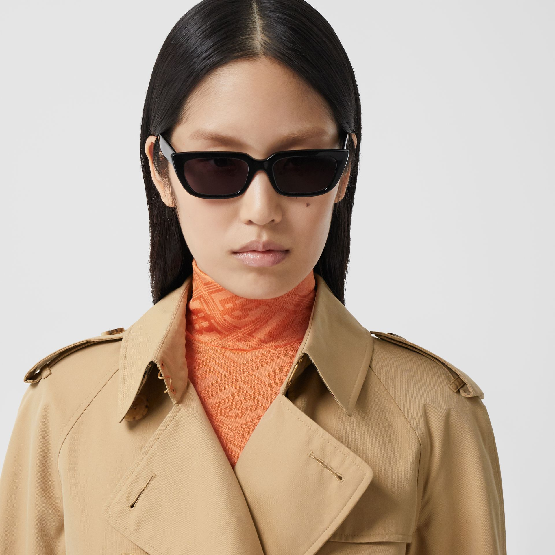 The Long Waterloo Heritage Trench Coat in Honey - Women | Burberry Singapore - gallery image 1