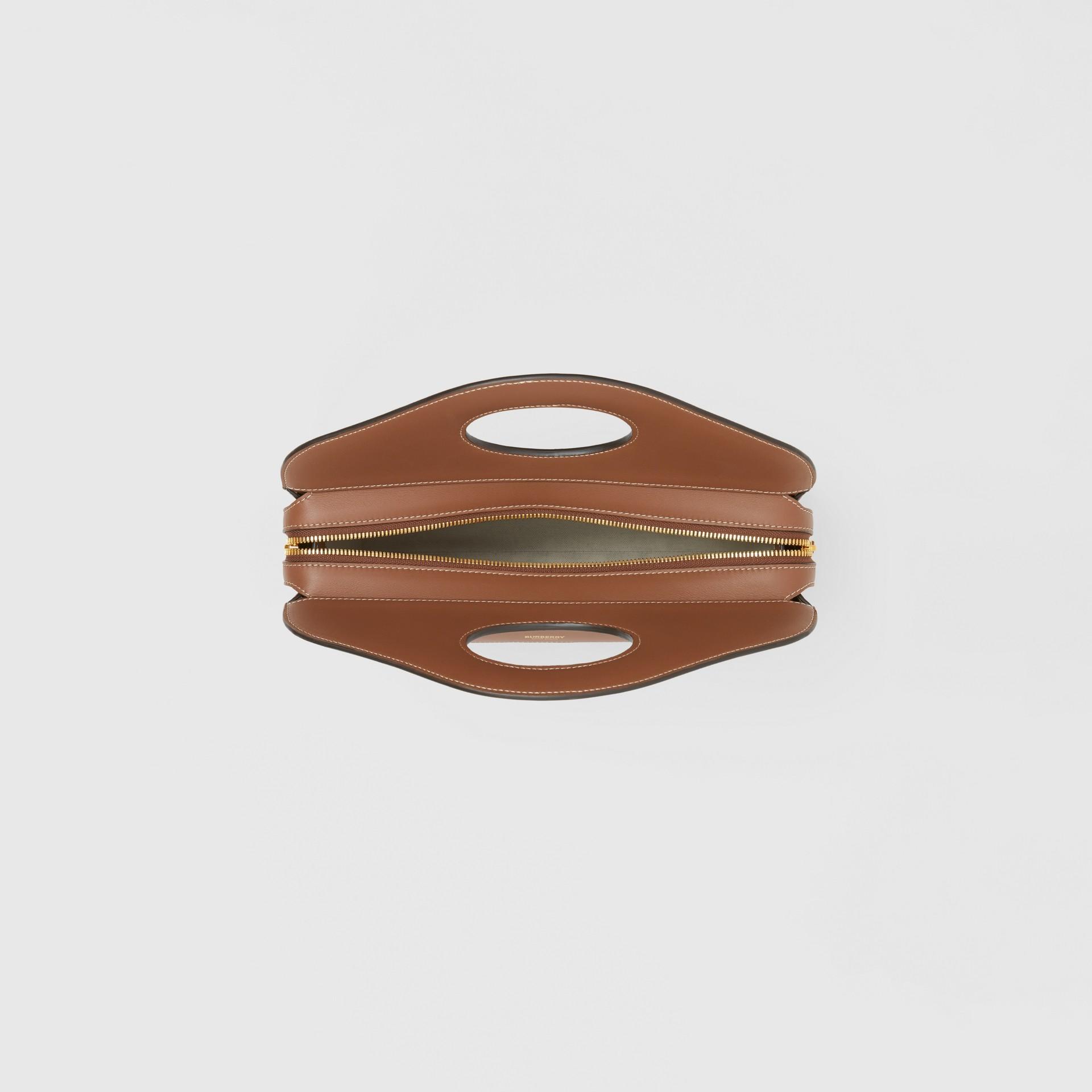 Petit cabas Pocket en cuir surpiqué (Brun Malt) - Femme | Burberry - photo de la galerie 4