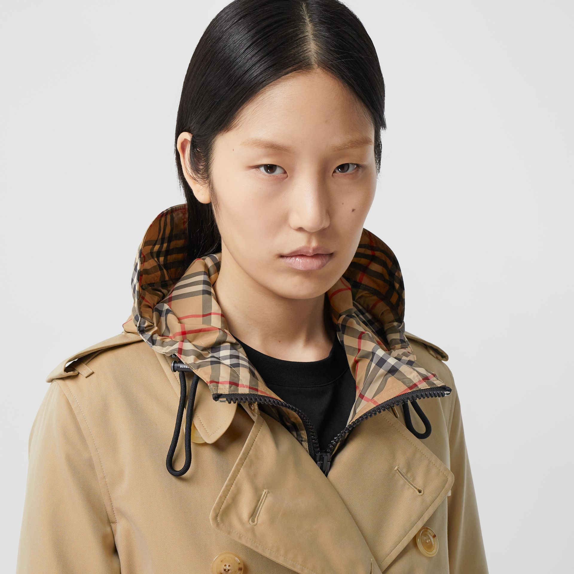 The Mid-length Kensington Heritage Trench Coat in Honey - Women | Burberry Hong Kong S.A.R. - gallery image 1
