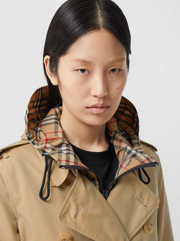 The Mid-length Kensington Heritage Trench Coat in Honey - Women | Burberry Hong Kong S.A.R. - cell image 1