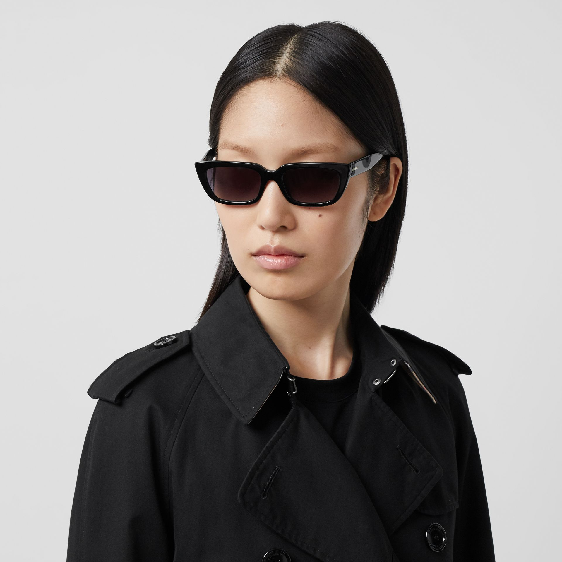 The Long Waterloo Heritage Trench Coat in Black - Women | Burberry - gallery image 1