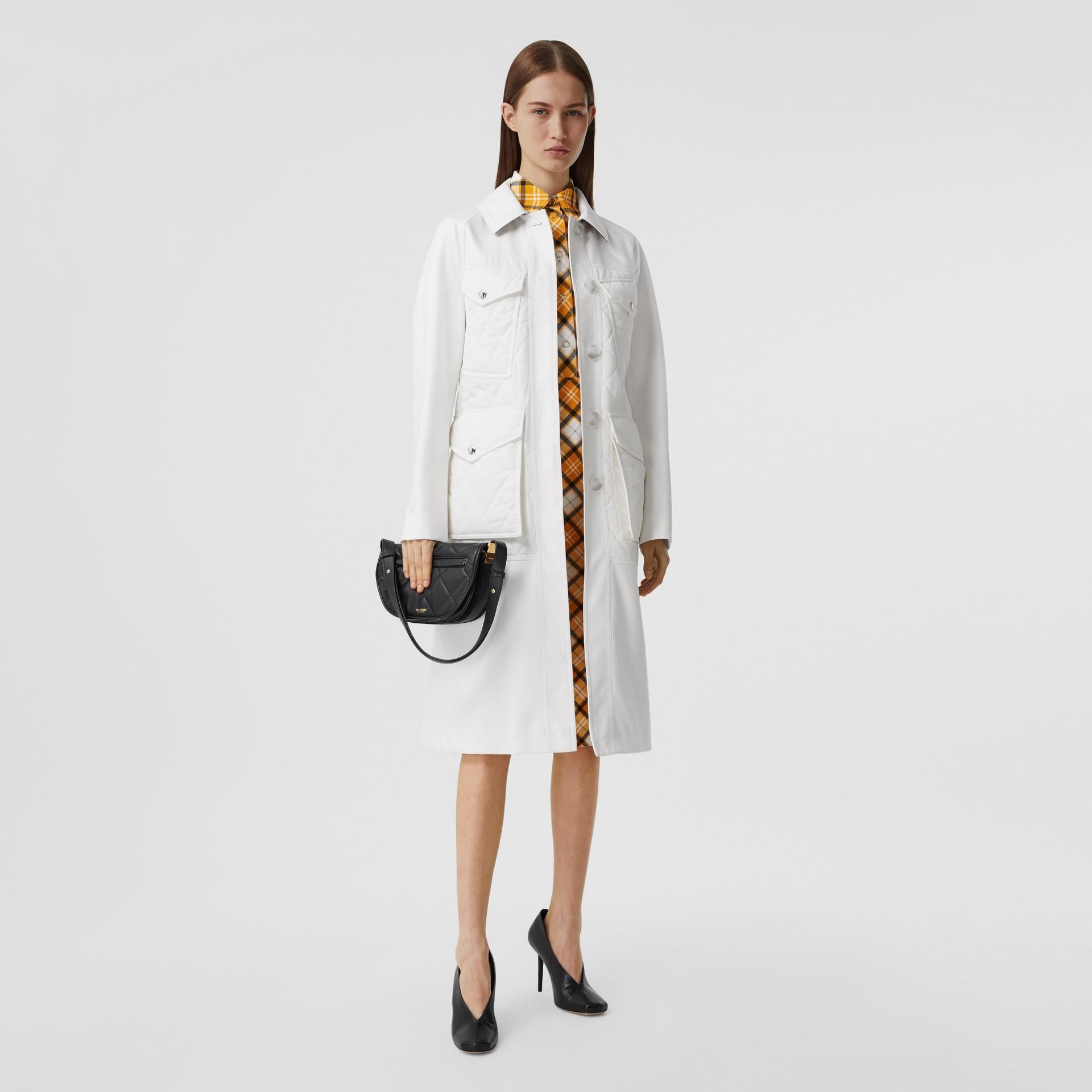 Car coat de gabardine de algodão com recorte em matelassê (Branco Natural) - Mulheres | Burberry - galeria de imagens 0