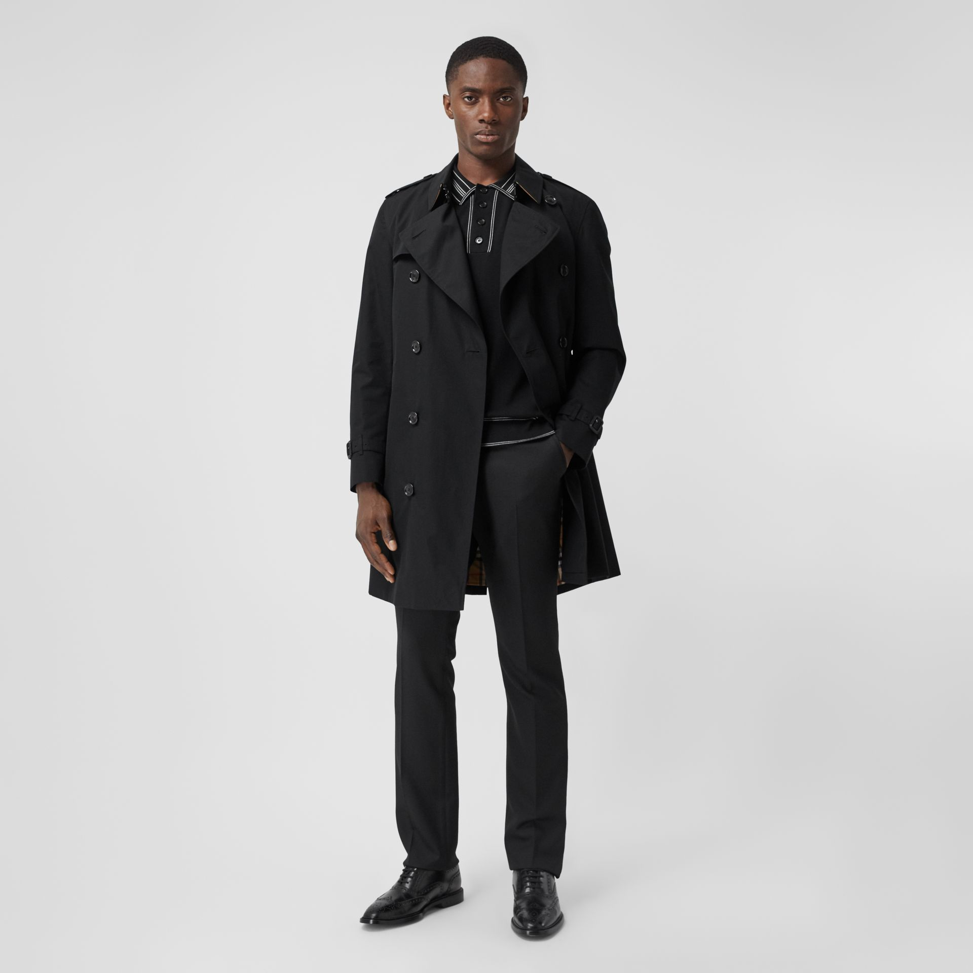 The Mid-length Chelsea Heritage Trench Coat in Black - Men | Burberry United Kingdom - gallery image 0