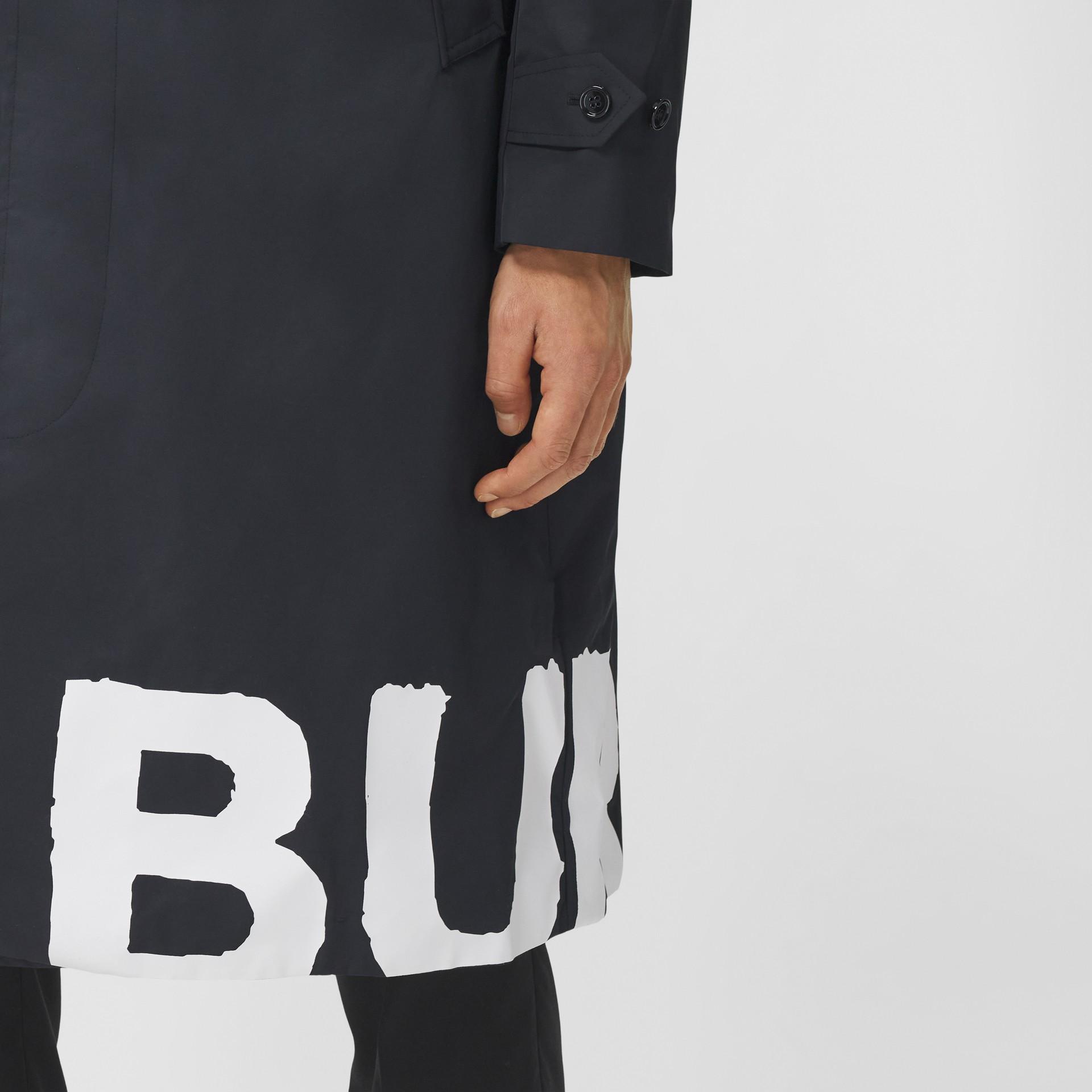 Abrigo tres cuartos en nailon con estampado de logotipo (Negro) - Hombre | Burberry - imagen de la galería 4