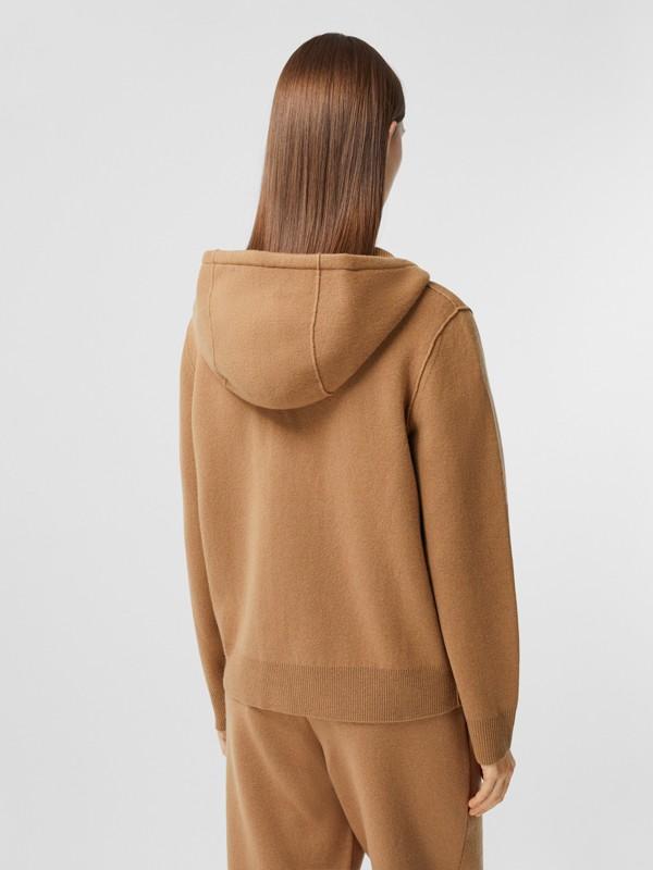 Blusa com capuz de cashmere com monograma (Camel) - Mulheres | Burberry - cell image 2