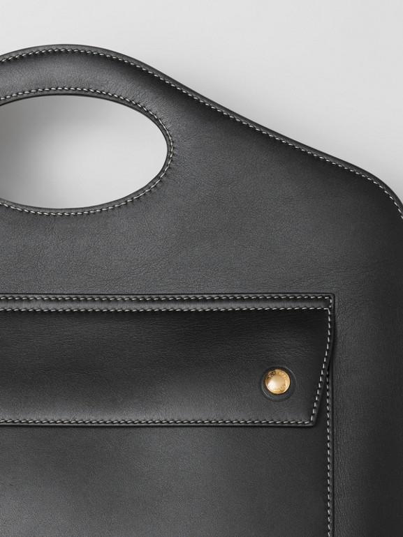 Mittelgroße Leder-Henkeltasche mit Steppnähten (Schwarz) - Damen | Burberry - cell image 1