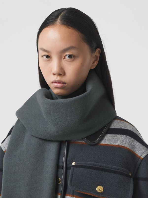 Icon Stripe Cashmere Jacquard Scarf in Mid Grey | Burberry - cell image 2