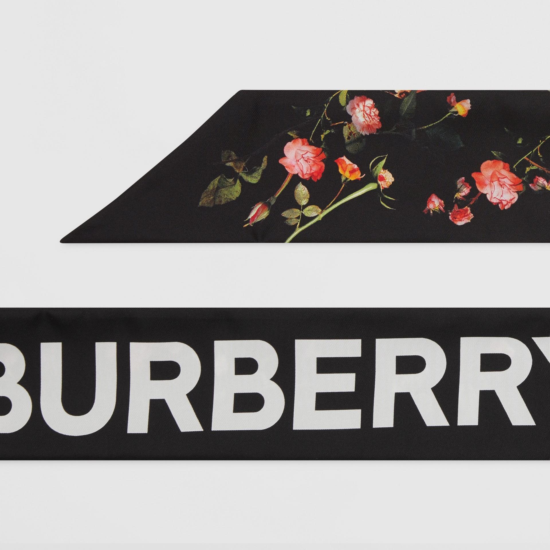 Sciarpa sottile in seta con stampa collage (Nero) | Burberry - immagine della galleria 1