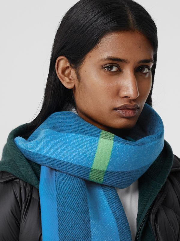 Reversible Check and Logo Cashmere Scarf in Azure Blue | Burberry - cell image 2