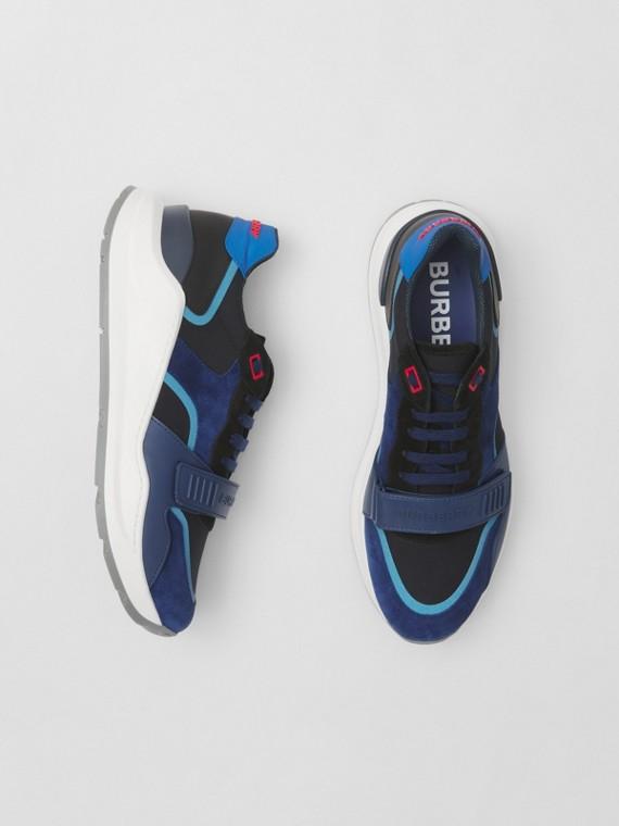 Sneaker aus Veloursleder und Leder (Weiß/blau/schwarz)