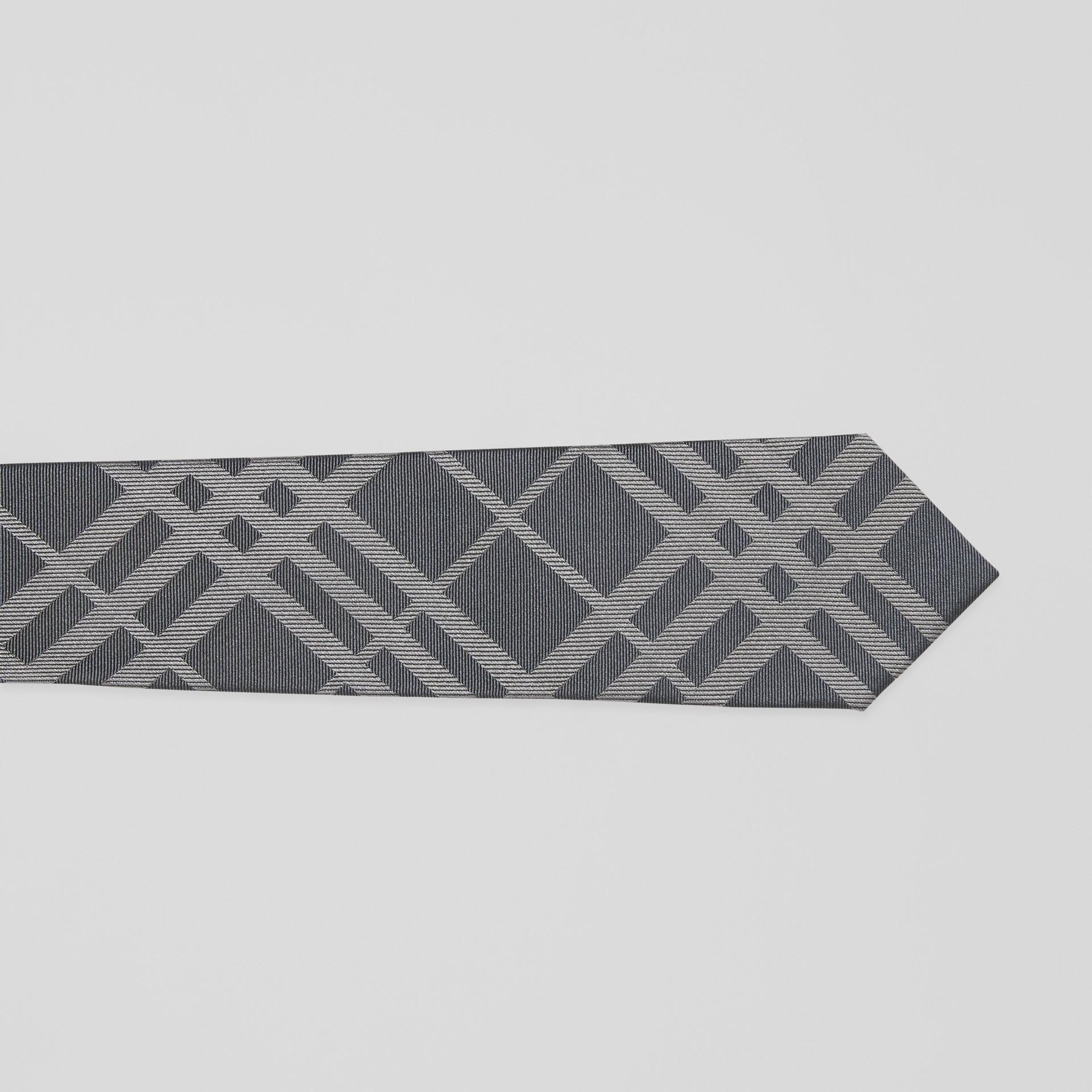Corbata de pala clásica en seda con motivo a cuadros en jacquard (Gris Medio) - Hombre | Burberry - imagen de la galería 1