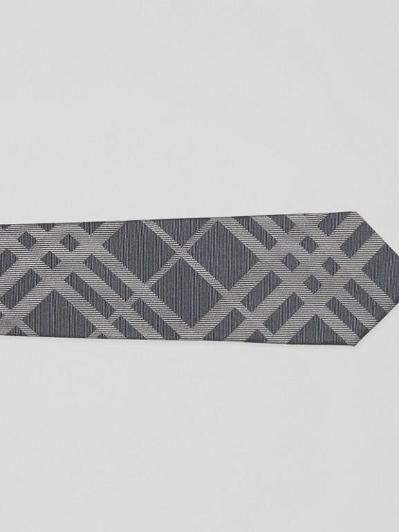 Corbata de pala clásica en seda con motivo a cuadros en jacquard (Gris Medio) - Hombre | Burberry - cell image 1