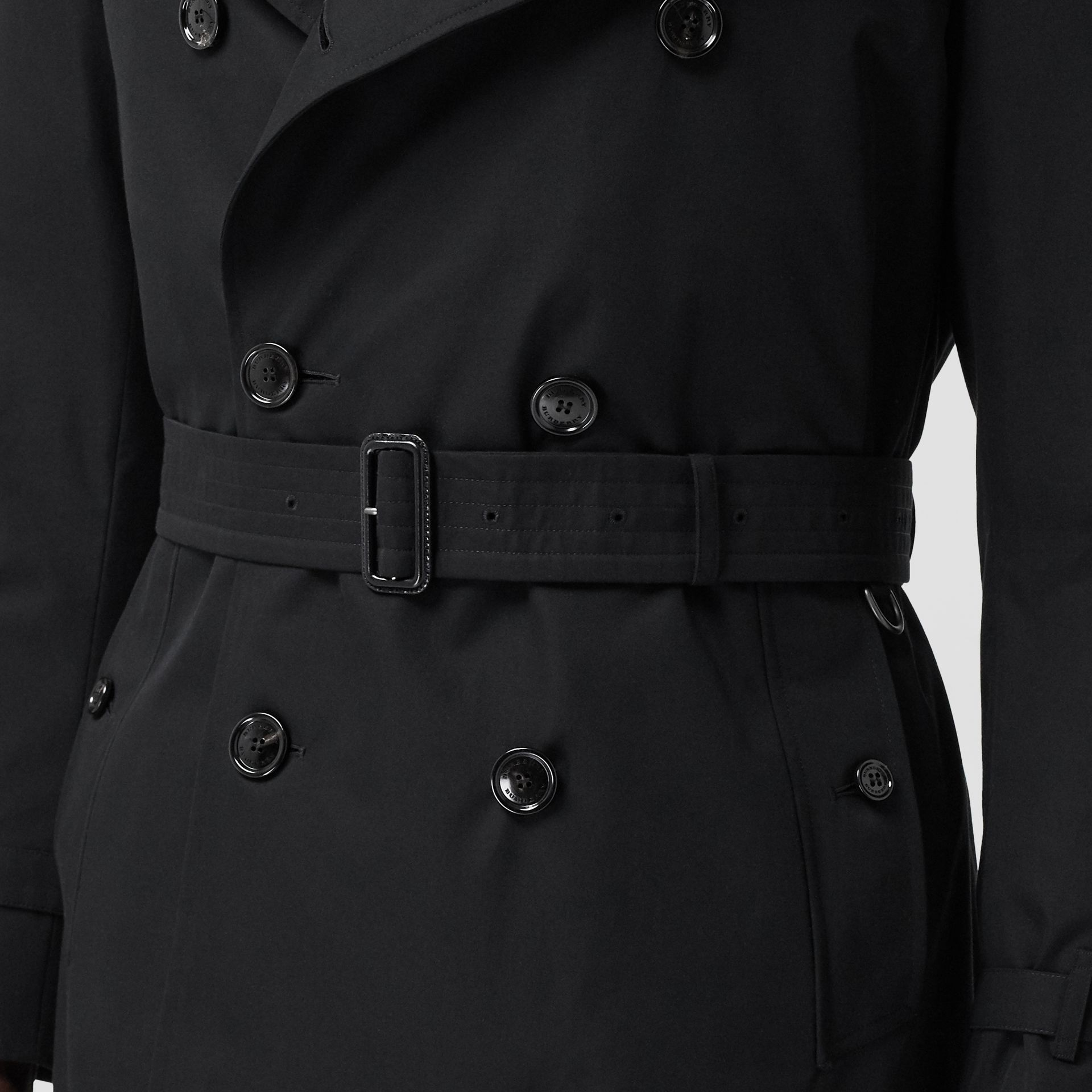The Mid-length Chelsea Heritage Trench Coat in Black - Men | Burberry Australia - gallery image 4