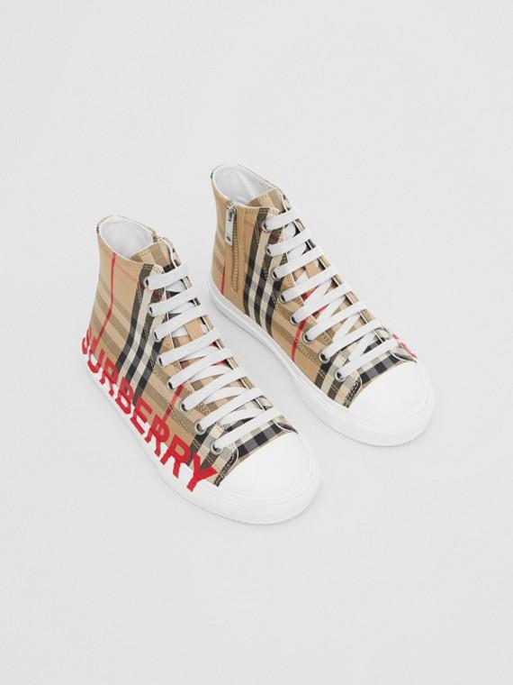 Sneaker alte con motivo Vintage check e stampa logo (Beige Archivio)