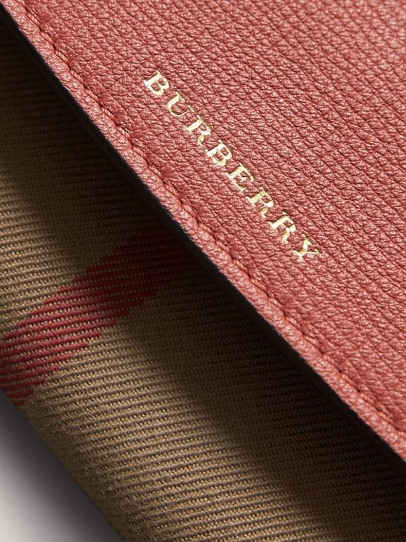 Carteira continental de couro com recorte House Check (Vermelho Canela) - Mulheres | Burberry - cell image 1