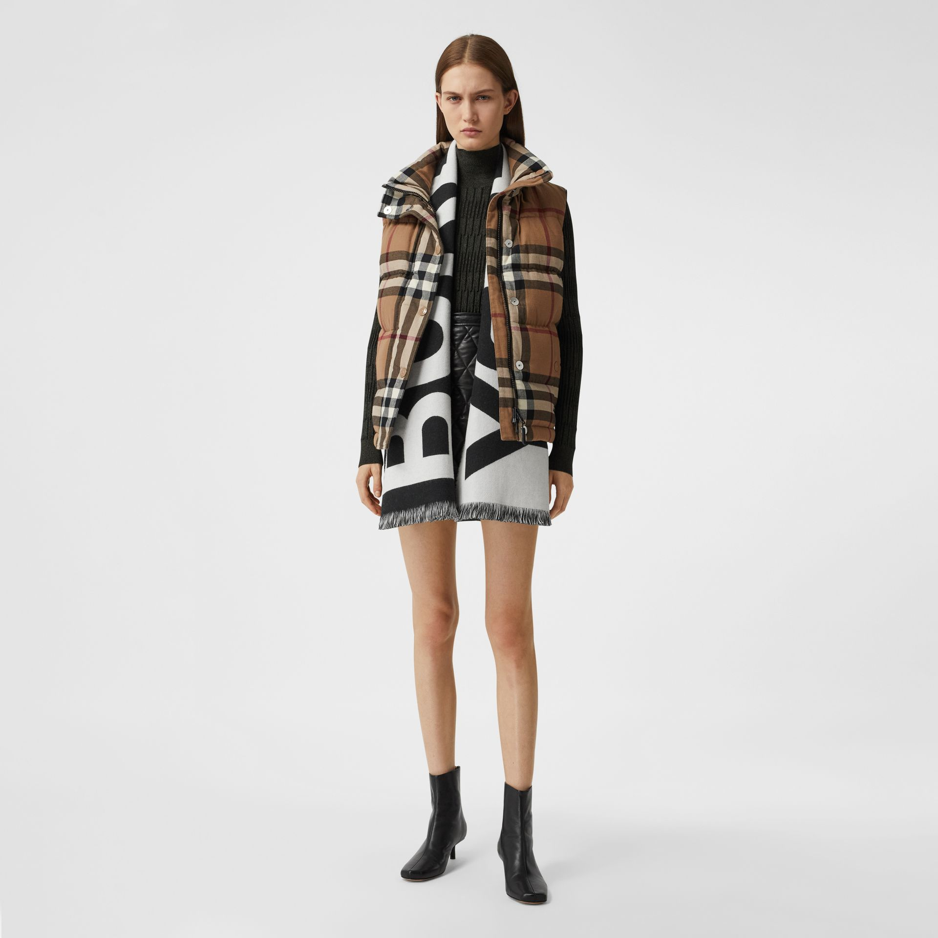 Reversible Check and Logo Cashmere Scarf in Black/white | Burberry - gallery image 6