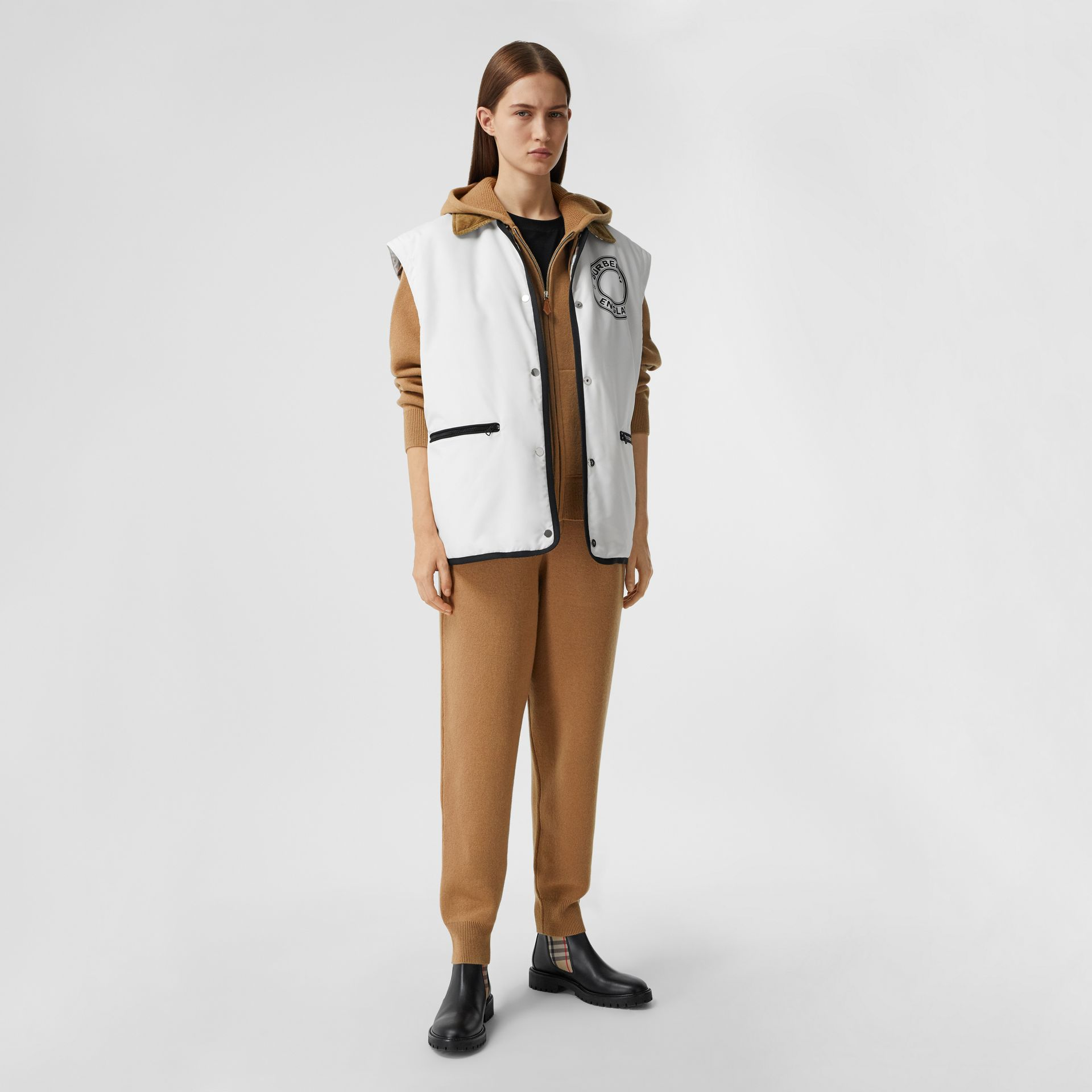 Blusa com capuz de cashmere com monograma (Camel) - Mulheres | Burberry - galeria de imagens 4