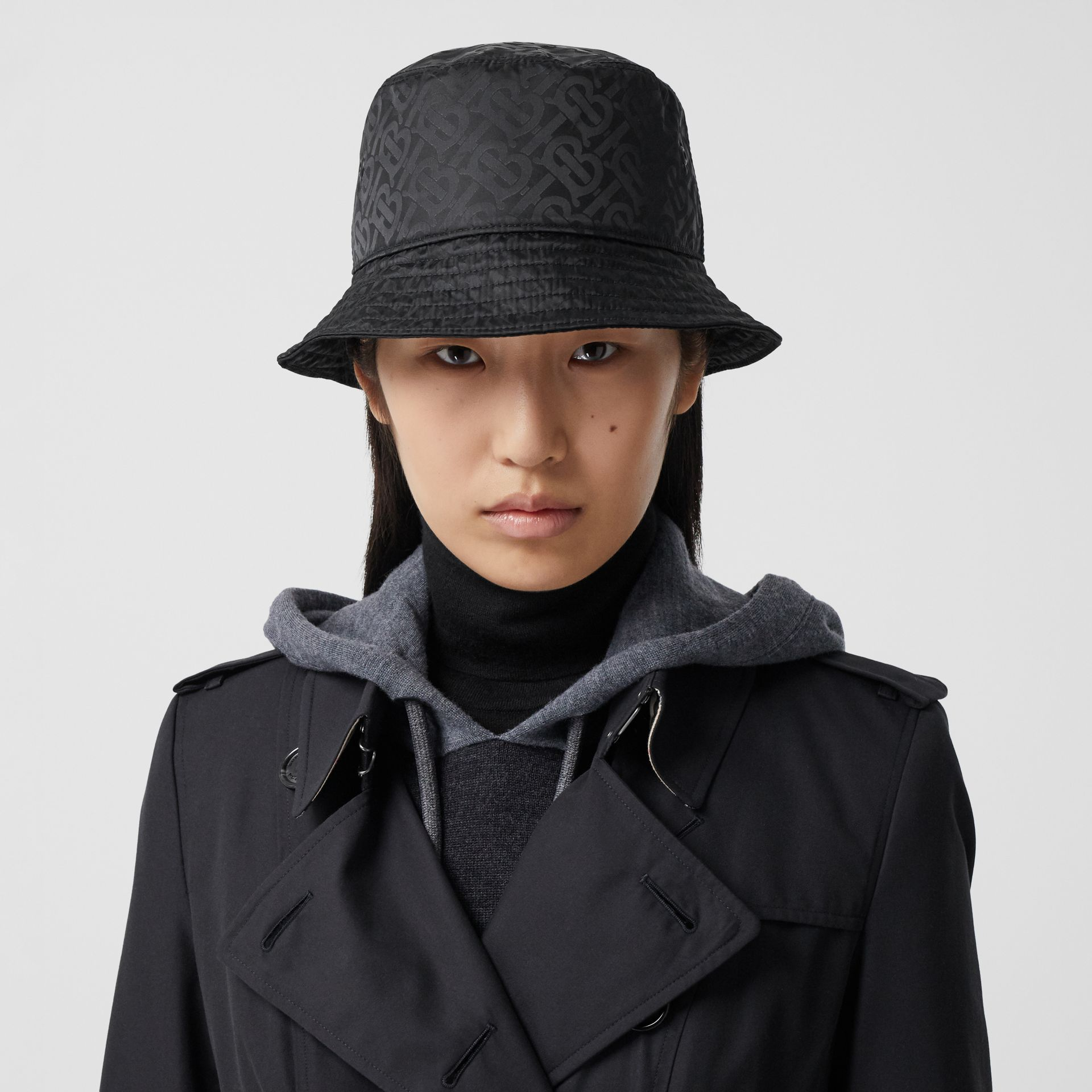 The Long Chelsea Heritage Trench Coat in Midnight - Women | Burberry Australia - gallery image 1