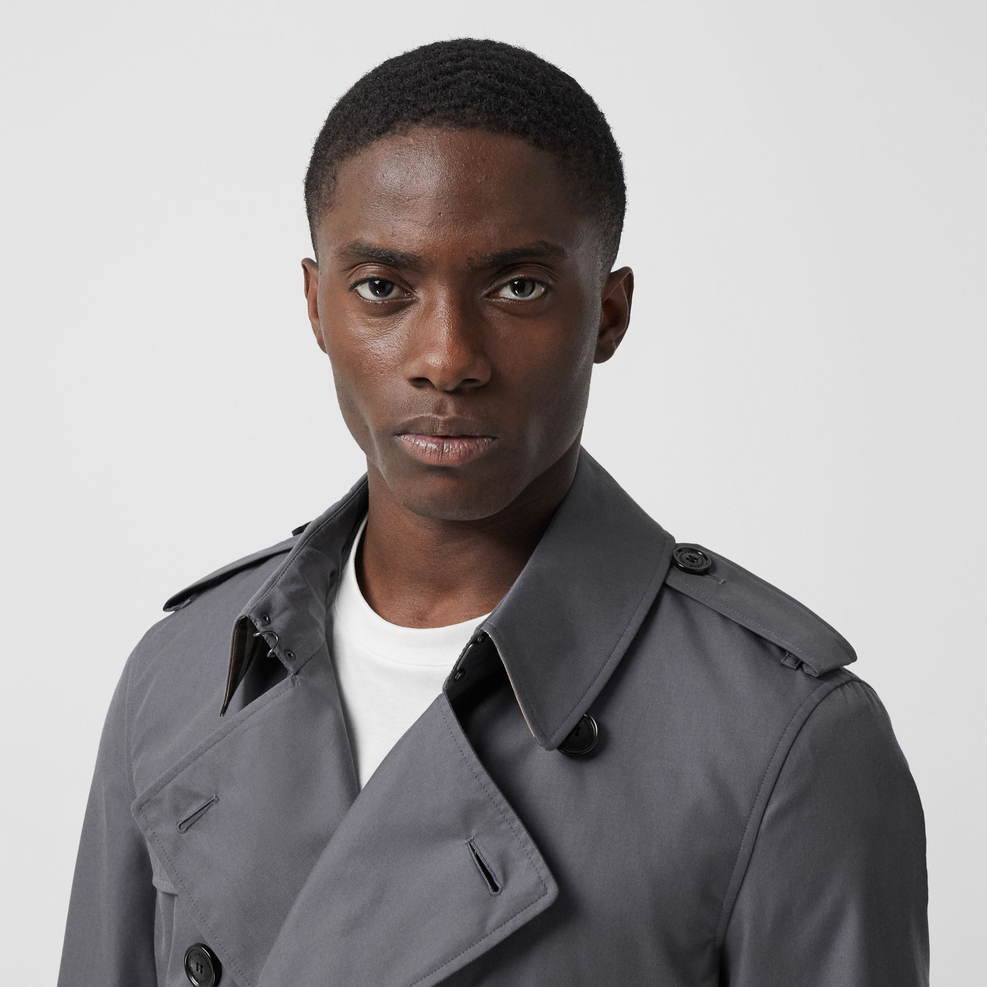 The Mid-length Chelsea Heritage Trench Coat in Grey - Men | Burberry - gallery image 4