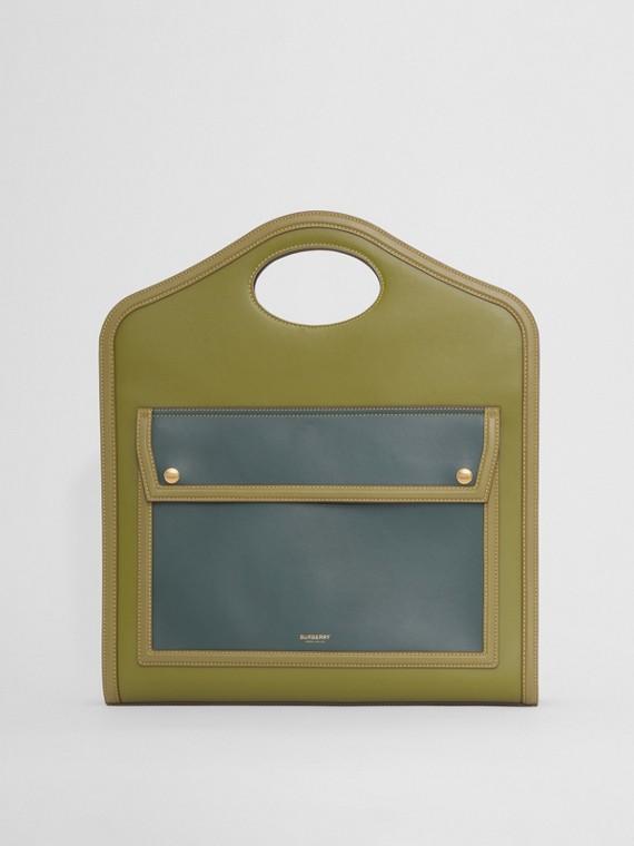 Bolsa Pocket de couro em colour block - Média (Bagas  Zimbro)