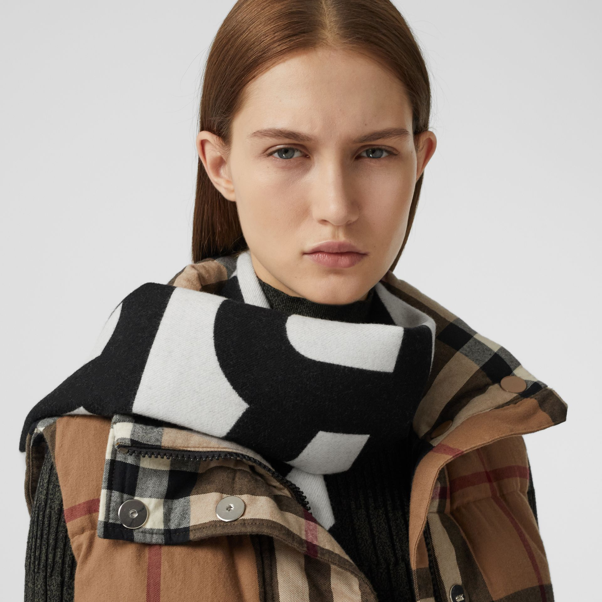 Reversible Check and Logo Cashmere Scarf in Black/white | Burberry - gallery image 2