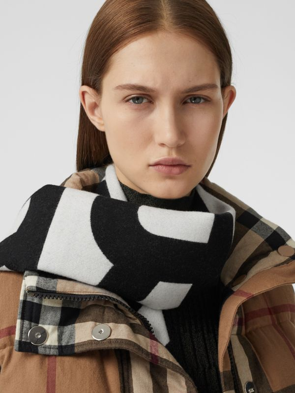 Reversible Check and Logo Cashmere Scarf in Black/white | Burberry - cell image 2