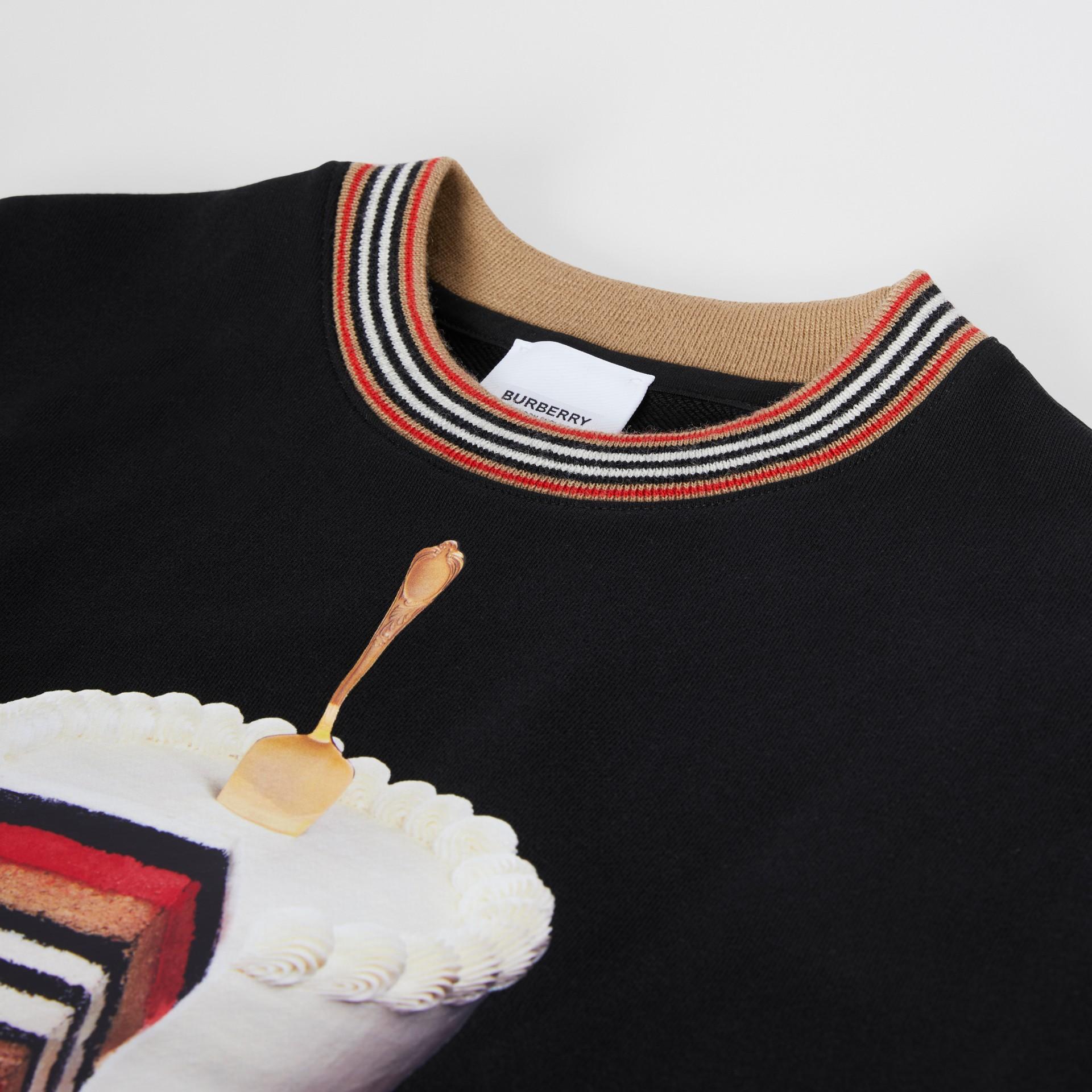 Felpa in cotone con stampa torta (Nero) | Burberry - immagine della galleria 1