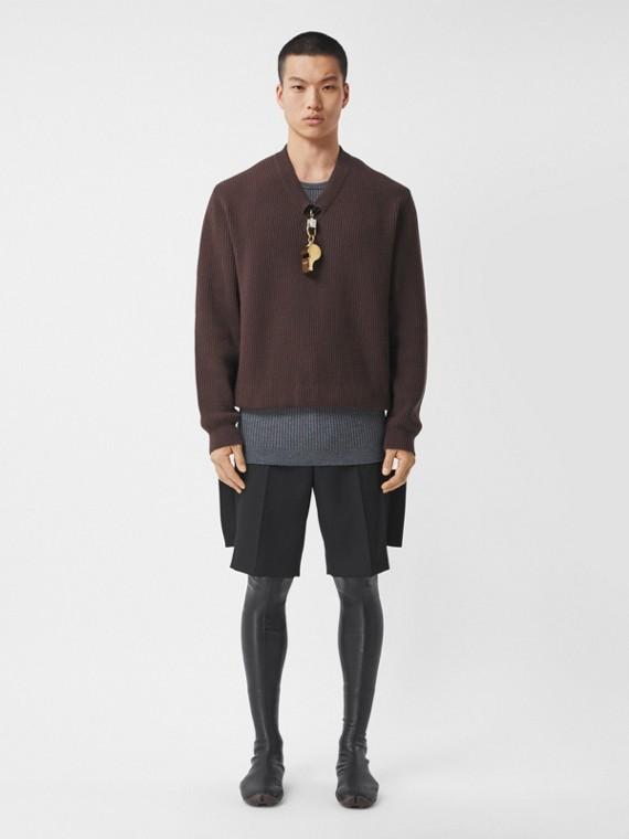 Pullover in lana a costine con fischietto placcato in oro (Marrone)