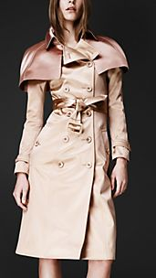 Trench coat con capa