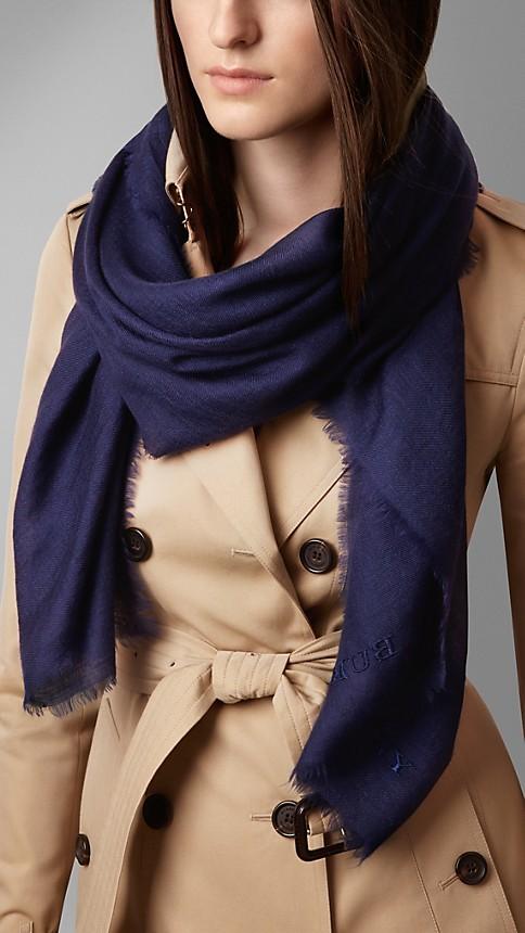 Azul marinho intenso Cachecol leve de cashmere bordado - Imagem 2